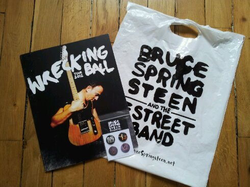 Goodies du Wrecking Ball Tour - Programme + Sac et Set de Badges